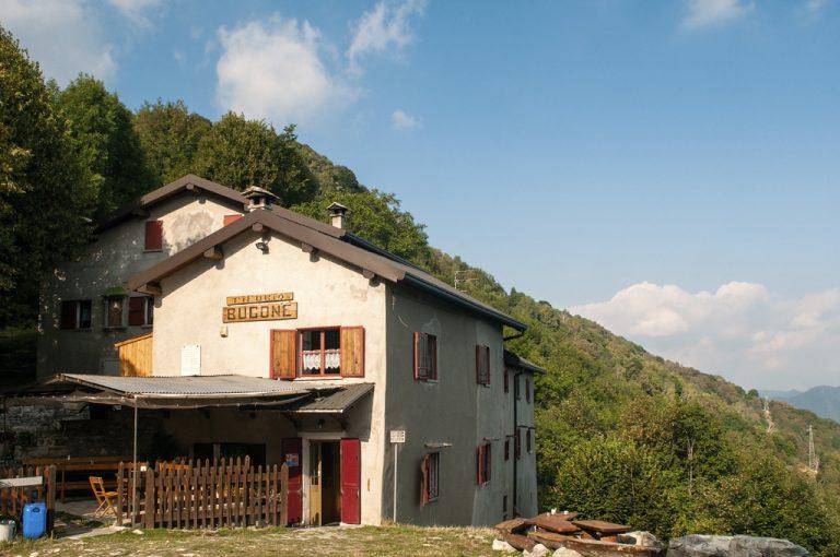 Alta Via Monti Lariani: rifugio Bugone