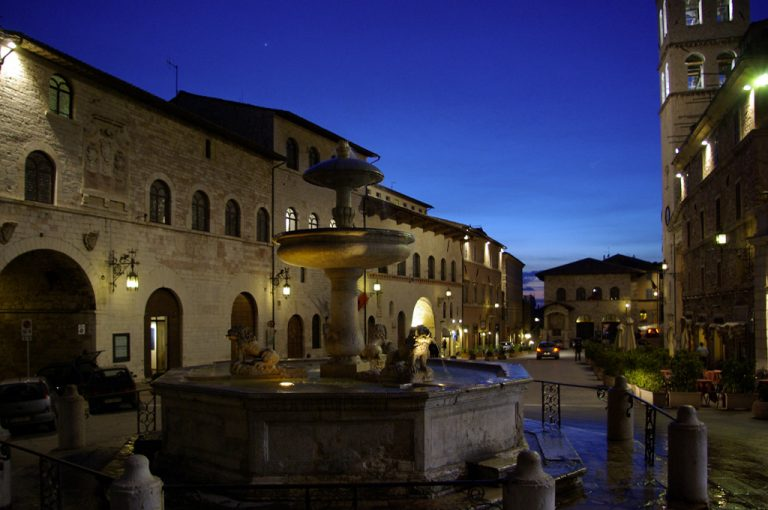 Assisi: piazza
