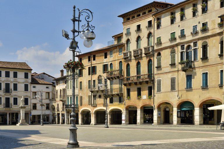 Bassano del Grappa: piazza
