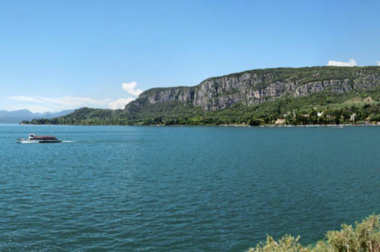 Battello lago di Garda: baia sirene