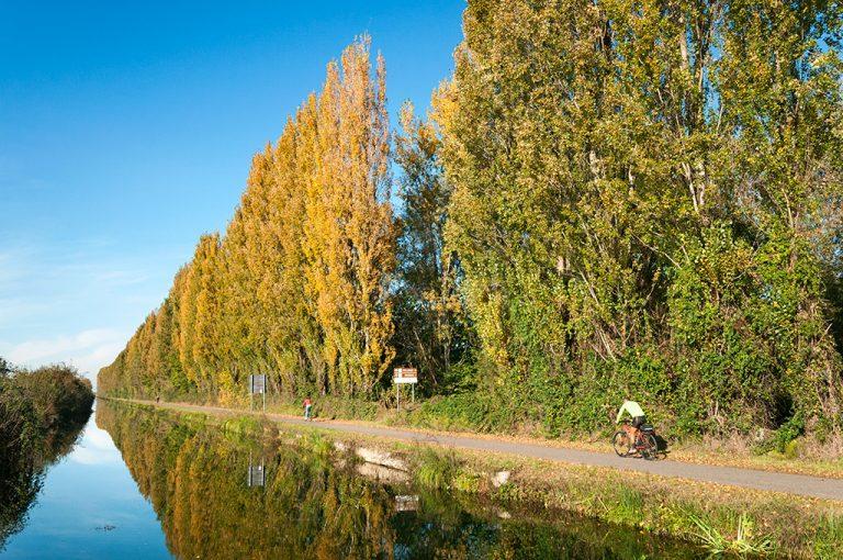 In bici lungo il Naviglio Pavese