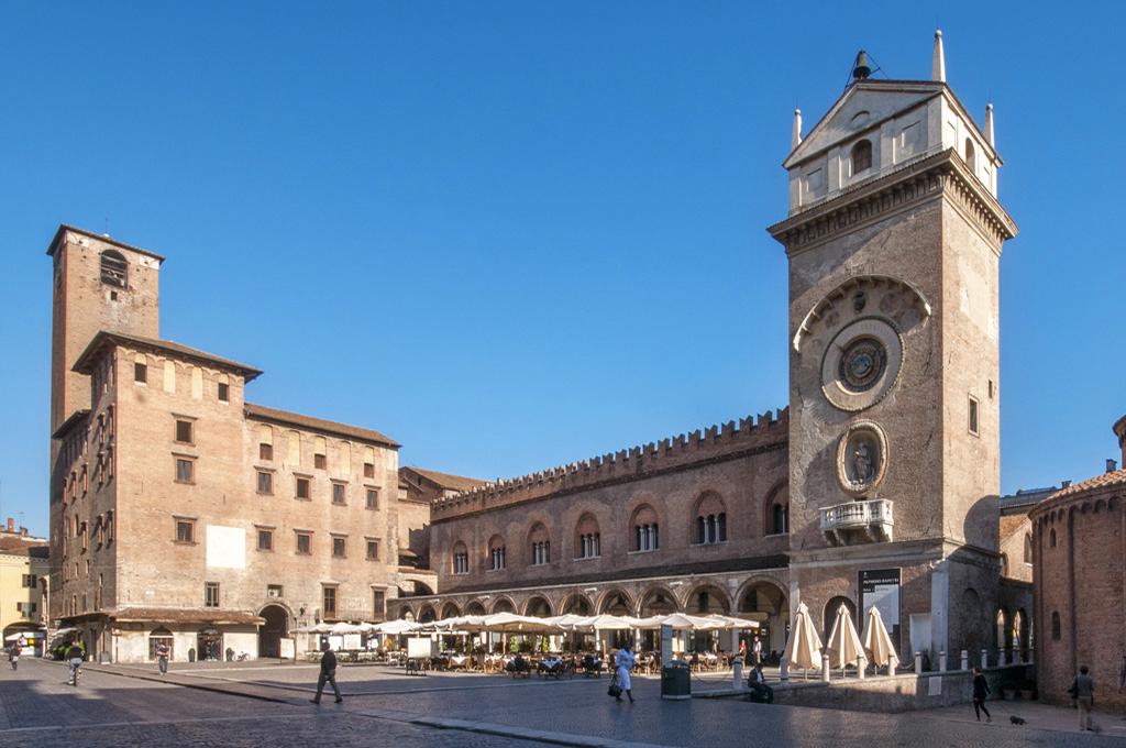 Mantova: torre dell'orologio