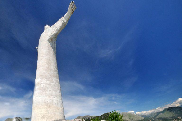 Maratea, le spiagge e le statue del Cristo