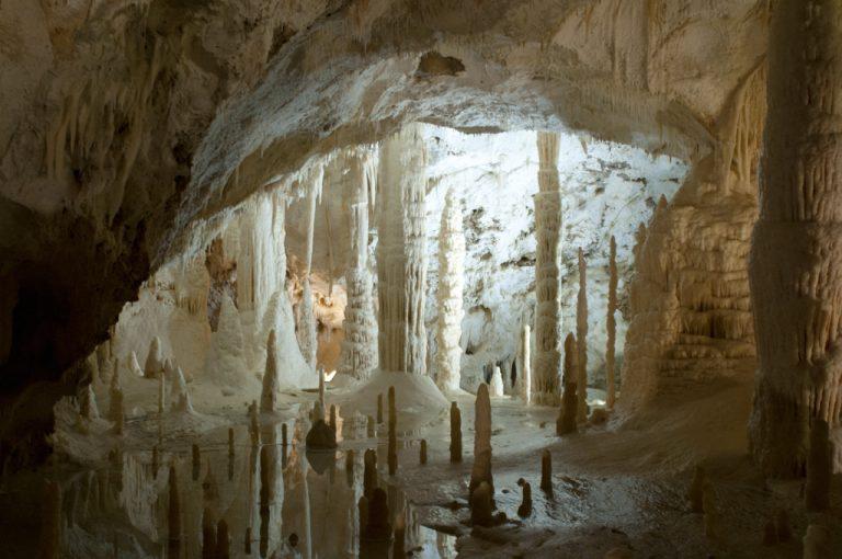 Gola della Rossa e Frasassi: grotte