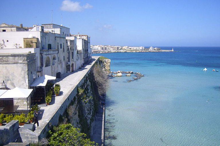 Otranto: mare e borgo