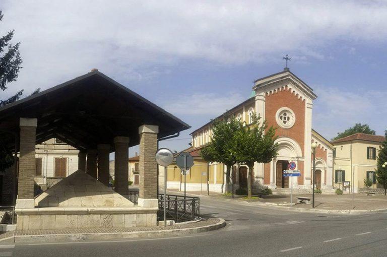 Scurcola Marsicana: chiesa e lavatoio