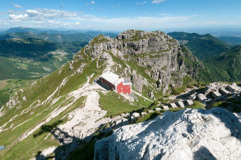 Sulla cima del Resegone: cresta e rifugio Stoppani