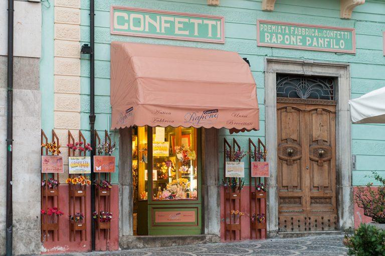 La storica confetteria Rapona