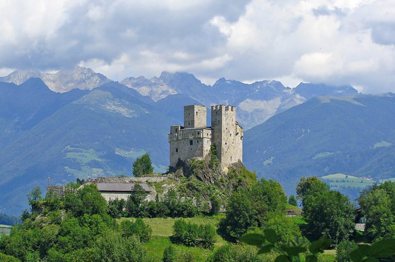 San Lorenzo di Sebato: castello