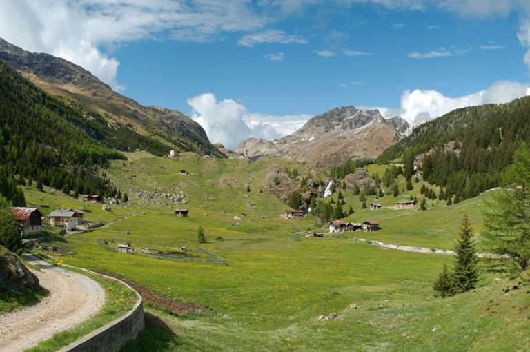 Val Grosina: trekking
