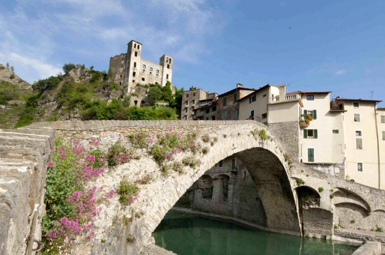 Viaggio tra i rock villages: castello