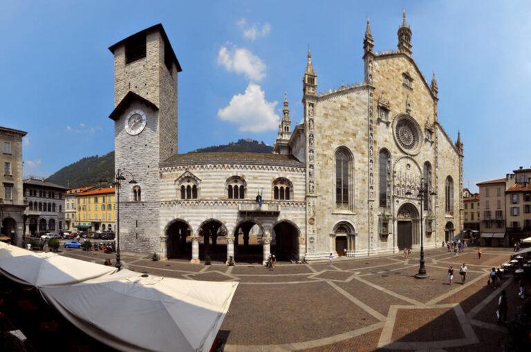 Battello lago di como: piazza Duomo a COmo