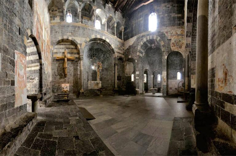 Santa maria del tiglio, la perla di gravedona: interno chiesa