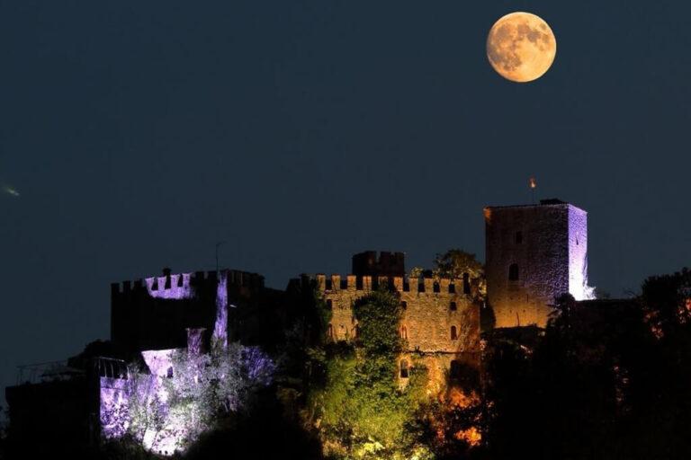 Un giorno al castello di gropparello: notturna sul castello