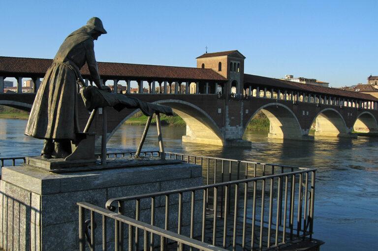 Weekend in camper tra la pianura e le colline: ponte coperto Pavia