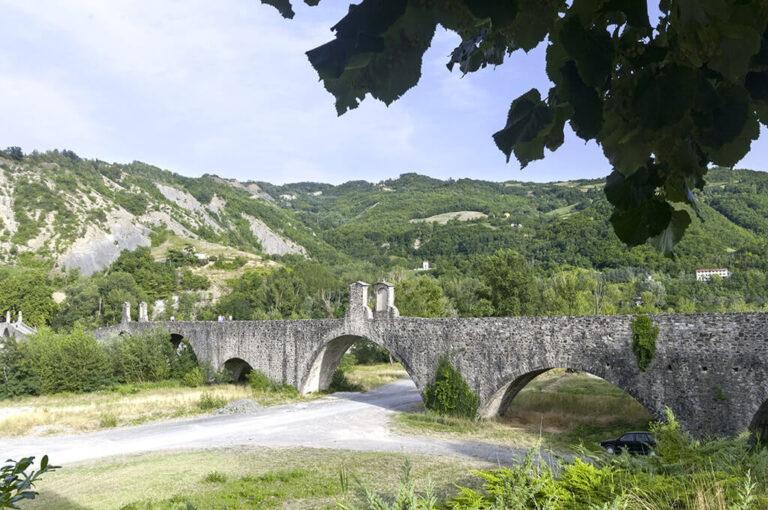 Weekend in camper tra la pianura e le colline: ponto Gobbo a Bobbio