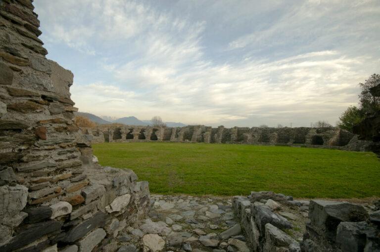 Alla scoperta della città romana di luni: anfiteatro romano