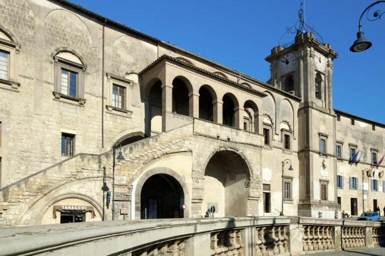 Tarquinia, tutto il fascino dell'etruria: palazzo comunale