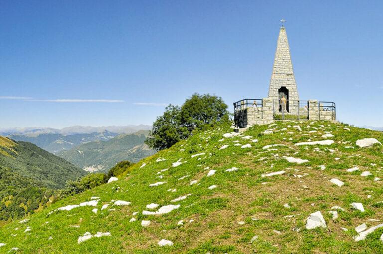 La salita al monte palanzone: obelisco sulla cima