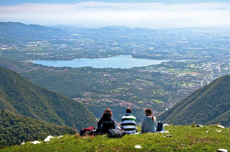 La salita al monte palanzone: panorama sui laghi briantei