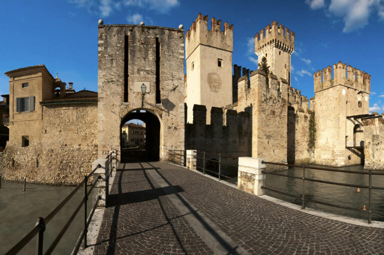 Sirmione, penisola mediterranea castello